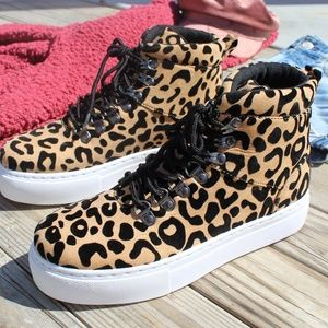 Shoes - 🆕//Fall Favorite Collection//Animal print Sneaker